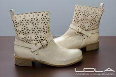 Bota de verano en Lola Moda y Calzado. Way Of Life, Biker, Wedges, Boots, Fashion, Summer Boots, Footwear, Crotch Boots, Moda