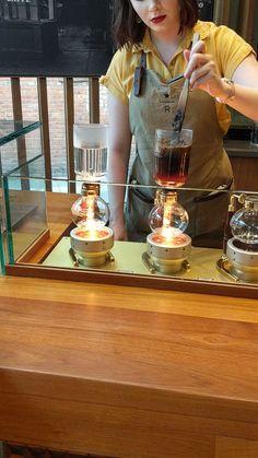 #coffee #travel #starbucks #bar #food #foodie Seattle Travel Guide, Coffee Shop, Coffee Maker, Coffee Culture, Barista, Planer, Starbucks, Brewing, Bar Food