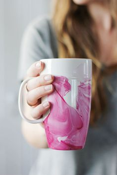 DIY marbling tutorials: Marbled mugs