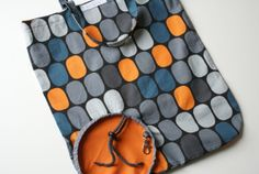 Foldable Bag - deutsches Tutorial - it becomes a tiny, round purse when folded small Diy Sewing Projects, Sewing Tutorials, Sewing Crafts, Sewing Patterns, Pochette Diy, Diy Sac, Diy Bags Purses, Diy Couture, Love Sewing