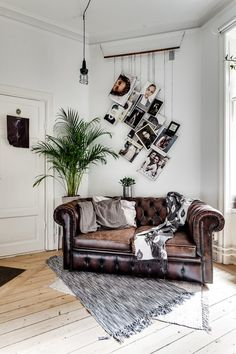 Old style sofa mixed with modern decoration for a design livingroom
