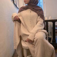 Hajib Fashion, Modern Hijab Fashion, Muslim Fashion, Minimal Fashion, Modest Fashion, Abaya Fashion, Winter Fashion, Fashion Outfits, 2000s Fashion