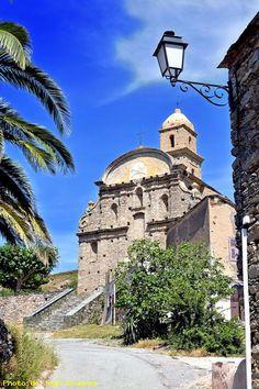 Eglise San Martinu, Patrimonio - Corse Depuis Bastia, rejoignez le col de Teghime pour vous rendre ensuite sur cette route des vins en direction de la côte occidentale, au pied du mont Sant'Angelo, en passant par Patrimonio, Barbaggio, Oletta et Poggio d'Oletta (une signalétique spécifique a été mise en place pour faciliter la découverte oenotouristique.