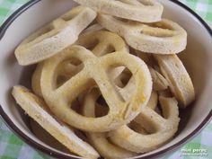 Mini gluténmentes perec recept - sós vendégváró   sós aprósütemény Onion Rings, Minion, Apple Pie, Gluten Free, Ethnic Recipes, Desserts, Food, Glutenfree, Tailgate Desserts
