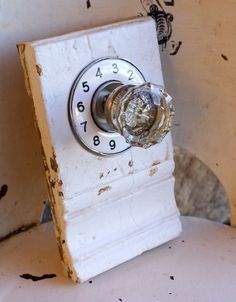 Old wood, old dial & old door knob. Is it a door knob, a phone dial or what? The position of them being together is strange. Context is needed. It has a need of low cognitive effort. Old Door Knobs, Vintage Door Knobs, Upcycled Home Decor, Repurposed Items, Door Hall Trees, Initial Wall Art, Hanging Necklaces, Knobs And Knockers, Trash To Treasure
