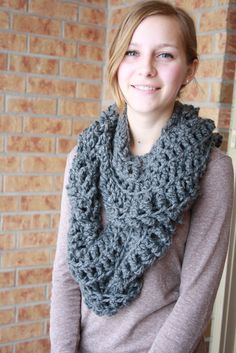 Infinity Loop Scarf Crochet Pattern Free : 1000+ images about Crochet scarf on Pinterest Cowls ...