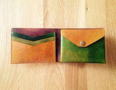 Handmade leather wallet of a unique color with four pockets and a coin pocket - Effektive Bilder, die wir über diy anbieten Ein Qualitätsbild kann Ihnen viele Dinge sagen. Leather Wallet Pattern, Handmade Leather Wallet, Diy Leather Gifts, Simple Wallet, Vegetable Leather, Leather Skin, Leather Projects, Leather Purses, Leather Wallets