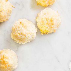 Biscuits à la noix de coco Delicious Cookie Recipes, Sweet Recipes, Real Food Recipes, Snack Recipes, Dessert Recipes, Cooking Recipes, Snacks, Vegan Recipes, Coconut Cookies