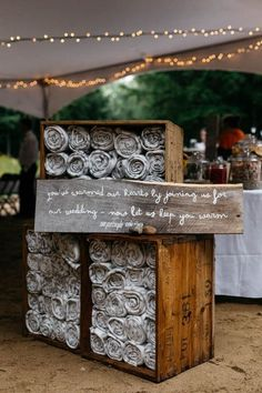 Blankets as favors for chilly outdoor weddings / http://www.deerpearlflowers.com/ingenious-ideas-for-an-outdoor-wedding/2/