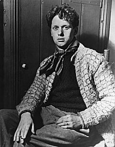 Dylan Thomas was born 100 years ago this year. In tribute, we are Roaming and Reading in Wales.