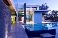 Gorgeous Green Modern Beverly Hills Home With A Bowling Alley That Has An Underground View of The Pool. - if it's hip, it's here Modern Mansion, Elegant Homes, Summit House, Modern Design, Green Architecture, Architecture Moderne, Architecture Details, Modern Hot Tubs, Beverly Hills Houses