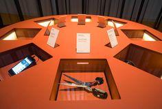 Da agulla paleolítica á table de Inditex pasando polas tesoiras de Adolfo Domínguez.  Foto: Manuel G. Vicente.