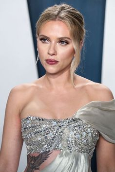 Scarlett Johansson at The Vanity Fair Oscars Afterparty 2020 Scarlett Johansson, Zendaya, Scarlett And Jo, Very Beautiful Woman, Natasha Romanoff, Elizabeth Olsen, Hollywood Walk Of Fame, Star Wars, Beautiful Actresses