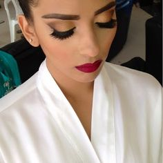 I really love her make up- the very dramatic lipstick looks great with a natural eyeshadow.