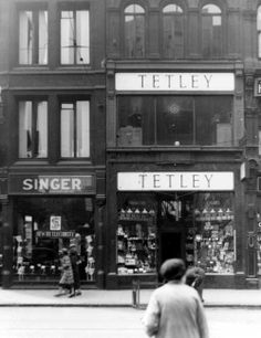 June Shops on Boar Lane-Singer Sewing Machines and Tetley Tobacconists. People walking along pavement Old Pictures, Old Photos, Vintage Photos, Candid Photography, Street Photography, Leeds England, Leeds City, Old Street, West Yorkshire