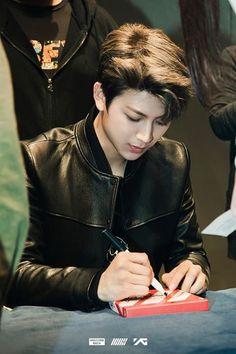Yunhyeong - ikon