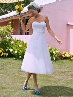 I never imagined myself in a tea-length wedding dress, but I'm strangely attracted to this one.