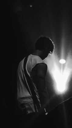 ashirwingiggles:  Calum Hood @ Enmore Theatre, Sydney | 5th May 2014