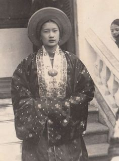 Vietnam History, Hanfu, Ao Dai, Old Pictures, Southeast Asia, Art History, Culture, Lady, Women
