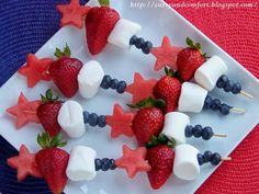 Red, White, and Blue fruit skewers for the 4th of July. Fun and healthy way for kids (and adults) to get their fruit!