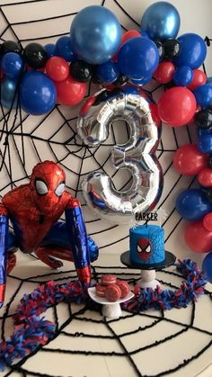 Birthday Decorations For Men, Balloon Decorations Party, Balloon Garland, Birthday Party Tables, 4th Birthday Parties, Man Birthday, Spiderman Balloon, Spiderman Theme Party, Spider Man Party