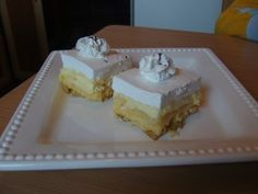 Almás habos vanília krémmel töltve - Sütemény receptek Cheesecake, Muffin, Food, Candy, Cheesecakes, Essen, Muffins, Meals, Cupcakes