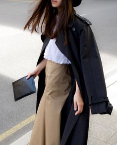Caught in motion in @elleryland trench coat! Now I just wish Sydney isn't a flight away from Perth as the Ellery Sydney Sample Sale will be on from tomorrow - definitely a must visit if you are in Sydney! Details below.  17 Oxford St Paddington NSW 2021  Friday 15th April 8am - 8pm Saturday 16th April 10am - 7pm Sunday 17th April 11am - 3pm  @ellerysale #ellerysale @mslangers by coffeewithme