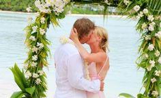 #Wedding #Firstkiss at #TeVakaroaVillas First Kiss, Wedding Gallery, Villas, Weddings, Wedding Dresses, Fashion, Bride Dresses, Moda, Bridal Wedding Dresses