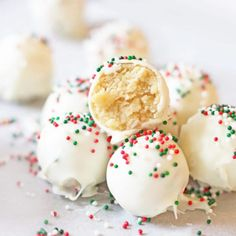 6 easy and best christmas dessert recipes that taste super delicious. Looking for the best and easy christmas dessert recipes? These 6 christmas dessert recipes and holiday treats are super healthy and super tasty and will blow your guests away Holiday Cookie Recipes, Holiday Baking, Christmas Desserts, Christmas Treats, Holiday Treats, Christmas Recipes, Christmas Chocolate, Homemade Christmas Candy, Holiday Parties