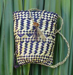 Kete Pikau - Backpack Flax Weaving, Maori Designs, Cyberpunk Art, Weaving Techniques, Beading Tutorials, Straw Bag, Light Blue, Turquoise, Backpacks