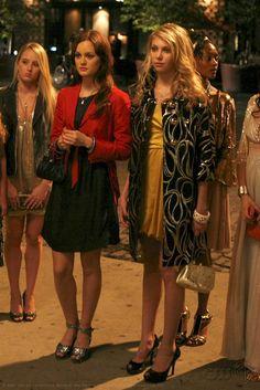 Blair Waldorf e Jenny Humphrey Gossip Girls, Jenny Gossip Girl, Moda Gossip Girl, Gossip Girl Cast, Estilo Gossip Girl, Gossip Girl Quotes, Gossip Girl Outfits, Gossip Girl Fashion, Blair Waldorf Outfits