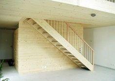 Escalera recta con zancas laterales (estructura y peldaños de madera).