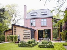 An cool home on Desire to Inspire. Love the addition #Architecture #House #Modern