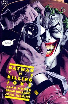 """""""Batman: The Killing Joke"""". El británico Brian Bolland, muestra todo su buen hacer en esta imagen del """"Joker"""" sacando una foto a todo aquel que observe la portada. Una portada poderosa y atrayente que deja atisbar la intrínseca maldad del personaje en su icónica sonrisa. Un clásico inmediato."""