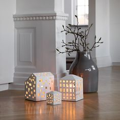 The deep white light houses take their natural colour from the clay that has simply been refined with a transparent glaze.