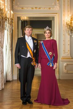 The first official portrait of King Willem Alexander and Queen Maxima of the Netherlands.