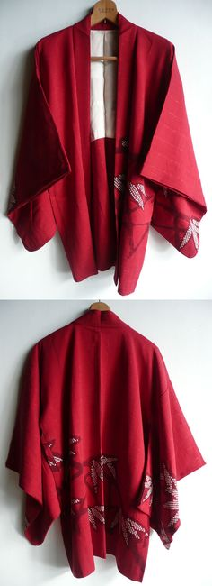 This is a kimono jacket, haori. Bold bamboo leaf pattern is tie dyed. It has classic kimono look. Background colour is light wine red or