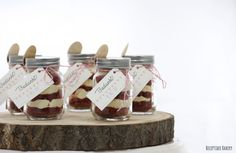 I just love these mini mason jars! From my wedding :D.  Filled with redvelvet and vanilla cream.  #trouwerij #trouwen #getrouwd #bruiloft #bedankje #redvelvet #vanillecream #masonjar #minimasonjar #blitzontwerpt #huwelijk #huwelijksbedankje #trouwerijbedankje #receptideebakery #bedankje #thankyougift #bruidstaarten #trouwplannen #theperfectwedding #engaged #weddingcake