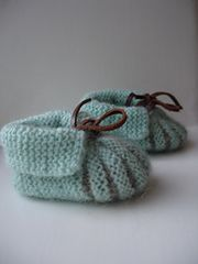 Ravelry: My version of baby shoes pattern pattern by Stitchlogue by Calista Yoo