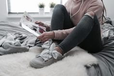 Hoe schattig zijn deze schoenen? Toen ik de nieuwe collectie van de Sooco voorbij zag komen, vielen mijn ogen meteen op deze nieuwe Puma Suede Heart Satin sneakers! http://stylebygina.nl/new-pumas-%E2%99%A5/