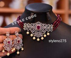 Antique Jewellery Designs, Fancy Jewellery, Jewelry Design Earrings, Necklace Designs, Pendant Jewelry, Indian Bridal Jewelry Sets, Indian Jewelry, Gold Jewelry Simple, Simple Necklace