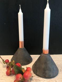 DIY: Cooler Design Kerzenständer aus Beton - New Sites Design Candle Holders, Diy Cooler, Cooler Designs, Candlesticks, Fall Decor, Concrete, Cool Stuff, Beton Diy, Autumn