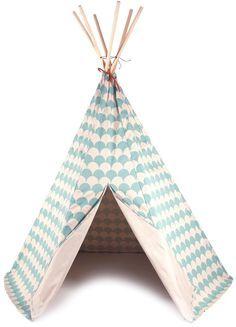 <p>Zet een veer op je hoofd en een paar strepen of je wangen, maak wat indianengeluiden en voordat je het weet ben je een echte indiaan. <br />De speeltent is gemaakt van een stevige katoenen twill, de tent is totaal 1.82 m hoog en heeft een doorsnede van1.28 m .<br />Mooi voor binnen en voor buiten, niet in de regen laten staan daar houden cowboys niet van.<br />De stokken zijn van beukenhout.<br /><br />De opbergzak is alleen om het sterren dessin goed te tonen, wordt niet bij ...