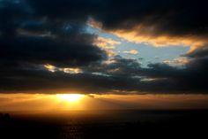 Nuvole minacciose rendono spettacolare quest'immagine. Torre delle Stelle