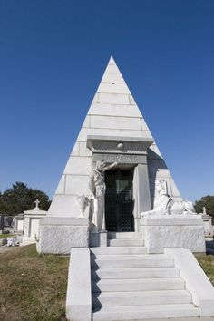 Elaborate above ground tombs can be seen in many of the cemeteries in New… Cemetery Headstones, Old Cemeteries, Cemetery Art, Graveyards, Places Around The World, Around The Worlds, Graveyard Shift, New Orleans Mardi Gras, Grave Markers