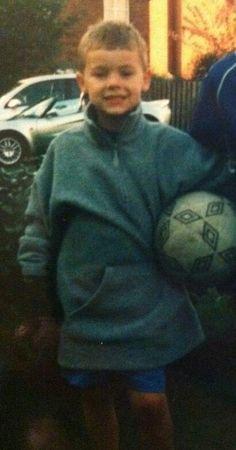 Fetus Harry Styles, Harry Styles Cute, Harry Styles Pictures, Harry Edward Styles, Harry Styles With Baby, Another Man Harry Styles, Harry Styles Singing, Harry Styles Eyes, Gemma Styles