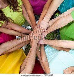 Prentresultaat vir friends holding hands standing in a circle
