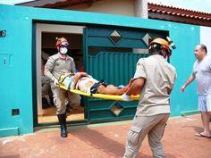CONEXÃO BOMBEIRO : Trabalhador sofre traumatismo após ser atingido na...