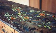¿Se desgasto la mesa del jardín? ¿La del comedor? Hoy tenemos una idea muy buena para decorar la mesa, creativa y original. La técnica es una alternativa fácil que puedes aplicar a cualquier mueble de madera. Puedes reutilizar piezas de piedras, cerámica y otros elementos. Combinando colores y forma