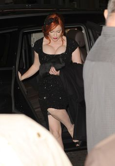 """Christina Hendricks Photos Photos - Actress Christina Hendricks arrives at the """"Ginger And Rosa"""" special screening during AFI Fest 2012 presented by Audi at Grauman's Chinese Theatre on November 7, 2012 in Hollywood, California. - AFI FEST 2012 Presented By Audi - """"Ginger And Rosa"""" Special Screening - Arrivals"""